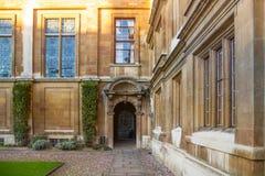 剑桥,克莱尔学院内在围场视图 免版税图库摄影