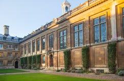 剑桥,克莱尔学院内在围场视图 免版税库存照片