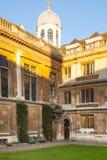 剑桥,克莱尔学院内在围场视图 免版税库存图片