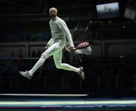 击剑者英里Chamley华森美国在里约2016年奥运会的人的队箔竞争 图库摄影