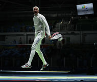 击剑者英里Chamley华森美国在里约2016年奥运会的人的队箔竞争 免版税库存照片