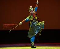 """剑舞蹈孩子的北京Opera""""Yue teenager† 库存图片"""