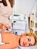 剥皮复出在超声波面孔机器的做法面部做法 免版税库存图片