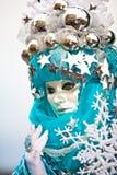 剥落威尼斯式屏蔽的雪 免版税库存照片