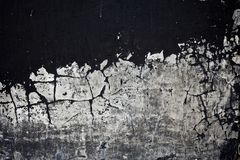 剥落混凝土墙的老黑色油漆纹理 库存照片