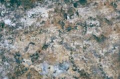 ?? 剥落脏的破裂的墙壁的老片状油漆 镇压,刮,在老水泥墙壁上的老油漆 五颜六色被绘的水泥 库存图片