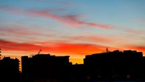 剧烈地五颜六色的日出在卡尔加里 免版税库存照片