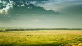 剧烈的云彩和失去的谷 免版税库存照片