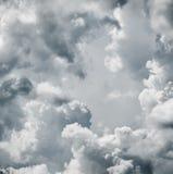 剧烈的云彩天空 库存照片