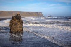 剧烈的冰岛海岸线 免版税图库摄影