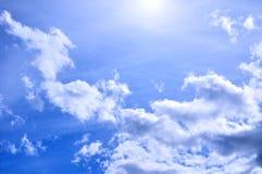 剧烈的多云天空覆盖-自然天空背景 免版税库存图片