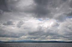 剧烈的天空和海海湾风景  库存照片