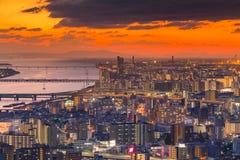 剧烈的日落口气鸟瞰图拥挤了大阪市 库存图片