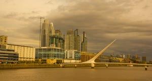 剧烈的日落在马德罗港,布宜诺斯艾利斯,阿根廷, 图库摄影
