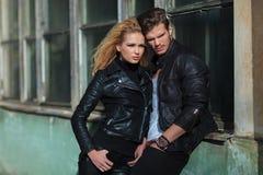 年轻剧烈的时尚夫妇 库存图片
