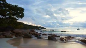剧烈的海岸线Cinemagraph在Anse拉齐奥,塞舌尔群岛的 影视素材