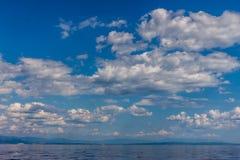 剧烈的海景亚得里亚海的天空和海背景 免版税库存图片