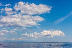 剧烈的海景亚得里亚海的天空和海背景 免版税库存照片