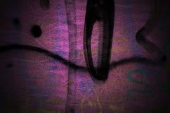 剧烈的难看的东西黑暗的桃红色老墙壁-工业背景 免版税库存照片