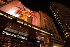 统治剧院在晚上 库存照片