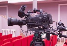 从剧院的电视广播 截去数字路径专业人员录影的照相机 库存照片