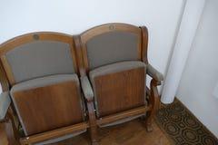 从剧院的老简单的椅子 图库摄影