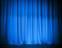 剧院阶段蓝色窗帘 免版税库存照片