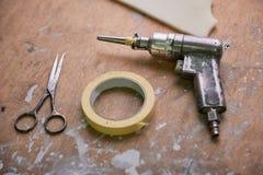 剪刀、绝缘胶带和螺丝刀 库存照片