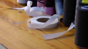 剪刀丝带和织品劳斯 股票录像
