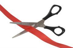 剪刀和红色丝带 免版税库存图片