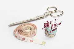 剪刀,磁带测量和针 库存图片