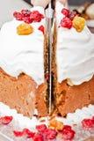 剪切圣诞节蛋糕 免版税库存图片