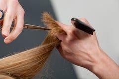 剪切头发 免版税库存图片