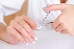 剪切女性手指索引钉子 免版税图库摄影