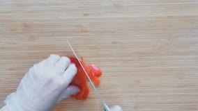 剪切新鲜蔬菜 在板材的现成的沙拉 影视素材