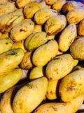 剪切果子果子芒果陈列被切的妇女 图库摄影