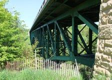 剪切河桥梁 库存图片