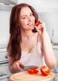 剪切蕃茄妇女 免版税库存图片