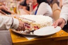 剪切蛋糕 库存照片