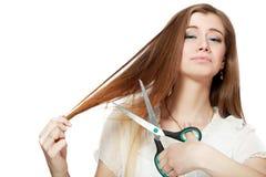 剪切头发她的妇女 免版税库存照片