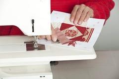剪切从织品的线程数。 免版税库存图片