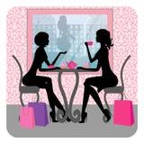 剪影两个美好女孩谈话 免版税库存照片
