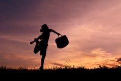 剪影企业女孩和举行袋子 库存照片