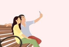 剪影夫妇拍在巧妙的电话的人女孩Selfie照片 免版税库存照片