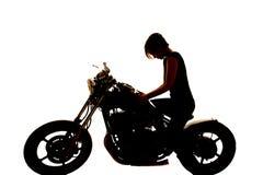 剪影妇女在坦克的摩托车手看得下来 免版税库存图片
