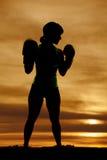 剪影妇女拳击外形 免版税库存图片