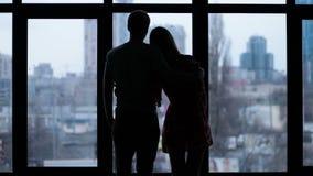 剪影富感情夫妇拥抱 影视素材