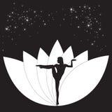 剪影少妇实践的瑜伽 女孩pilates 在背景的传染媒介 图库摄影