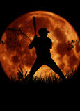剪影棒球运动员大月亮 免版税库存照片