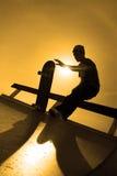 剪影溜冰板者 库存照片